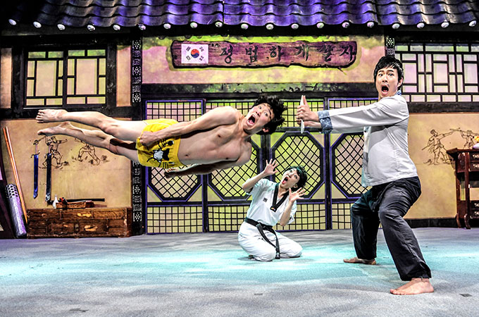 おすすめ公演「JUMP」のパフォーマンス