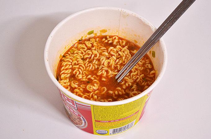 スープはもちろん真っ赤!