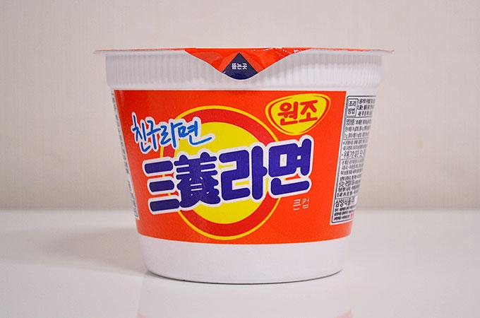 日本のラーメンを参考につくったラーメンのようで、1963年に初めて韓国で発売されたようです。