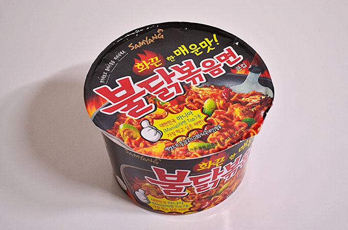 三養食品の「불닭볶음면 プルダクポックムミョン激辛鶏肉焼きそば」