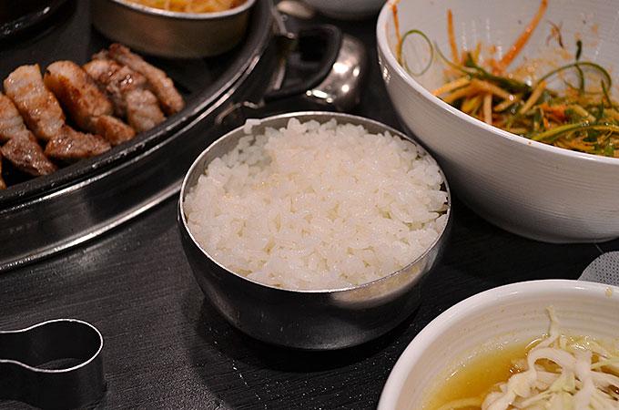 人数分ご飯を注文すれば、ご飯も食べ放題になります!