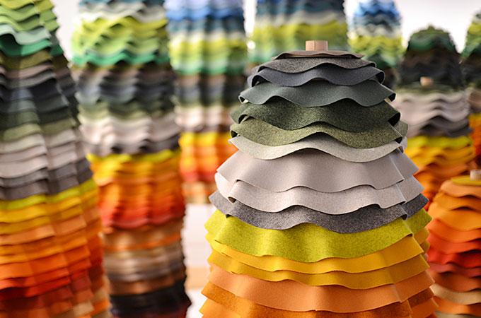 ガラスや布などの色に関する展示02