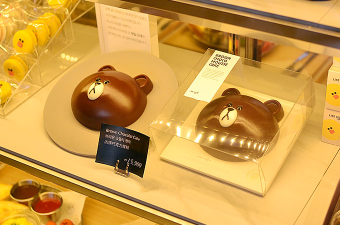 LINEキャラクターブラウンのチョコレートケーキ