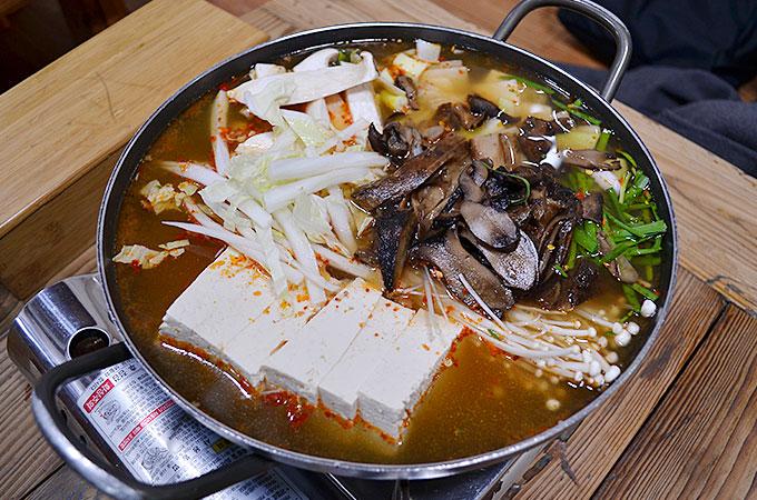 皇南メットルスンドゥブ 황남맷돌순두부 キノコ豆腐鍋