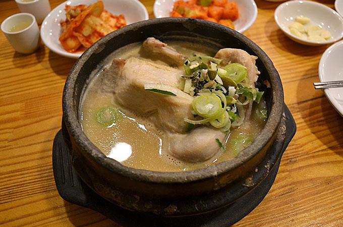 サムゲタン美味しそうですよね〜! スープの色がいい!!濃厚さが伝わってきますよね!ㅋㅋㅋ