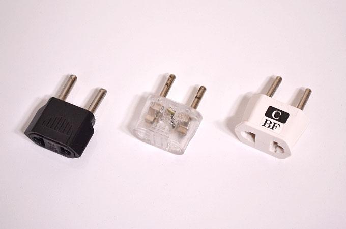 韓国のコンセントプラグの形状と充電器の電圧を確認する