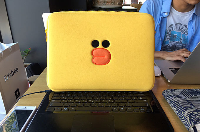 感謝の気持ちで1階のFrisbeeでLINEのキャラクター「サニー」のパソコンカバーを購入してプレゼントしました♪