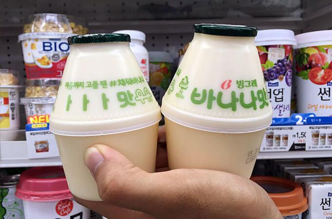 韓国ではいろいろな牛乳が飲まれていますが、お子さんから大人まで人気の牛乳といえば、「バナナ牛乳」ですね!