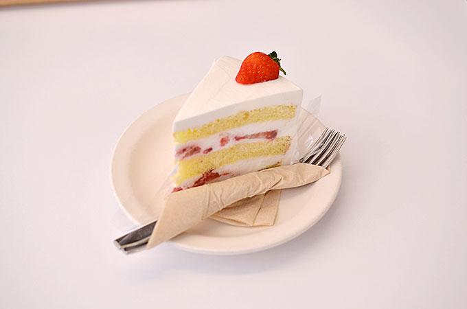 韓国カフェ ピオニー peonyの「딸기생크림케이크 ッタルギセンクリムケイク イチゴ生クリームケーキ」4,800ウォン