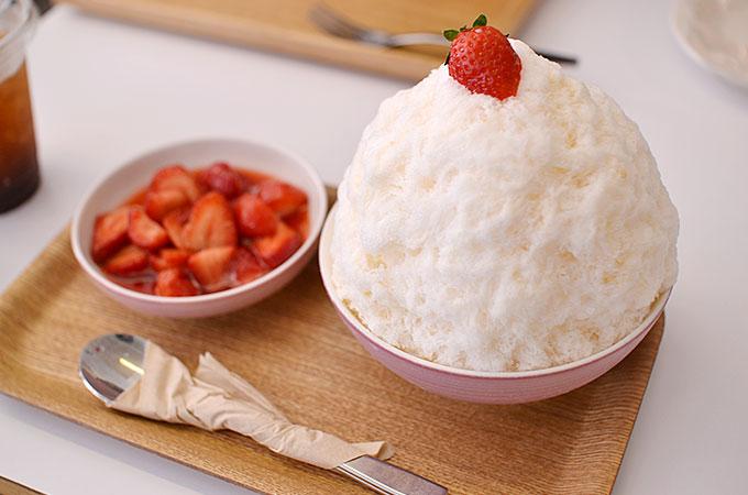 これを上に乗せながら一緒にかき氷を食べ、甘いイチゴとミルクとかき氷の組み合わせはもう間違いが無い組み合わせですね!ㅋㅋㅋ