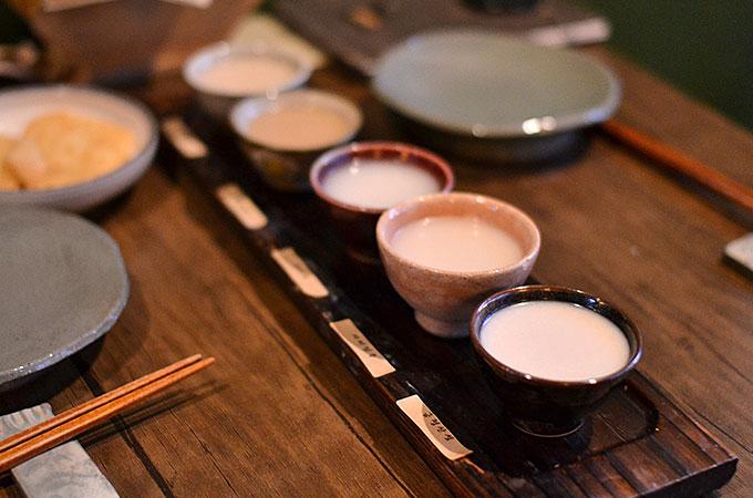 韓国全国のマッコリを5つ選んで飲み比べ