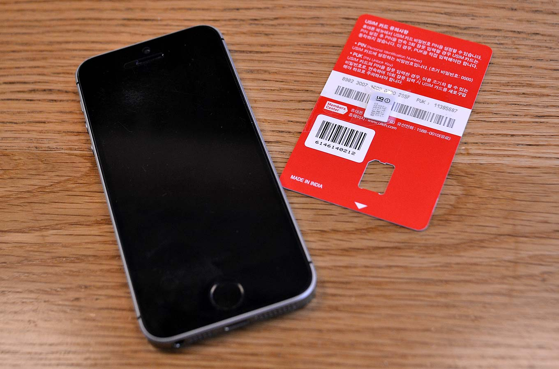 韓国でSIMカードを変更した時と同じ方法で、変更することができます。