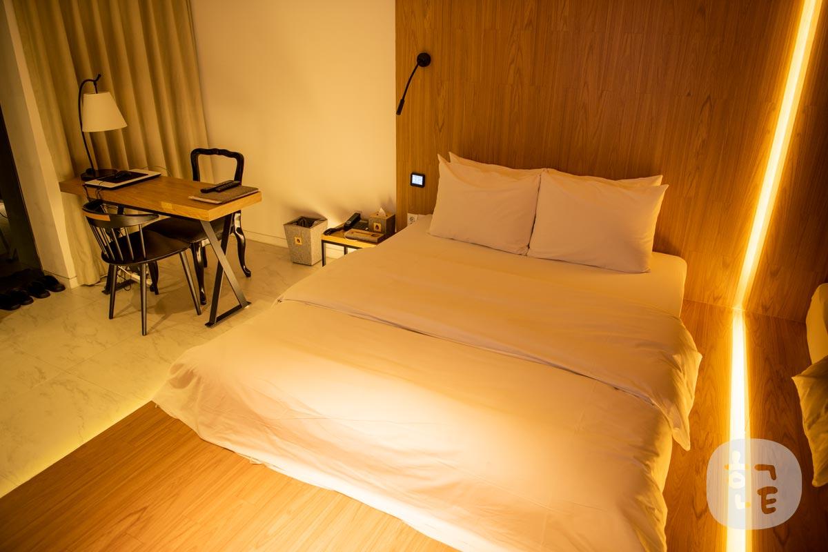 広々とした空間にベッドスペース。