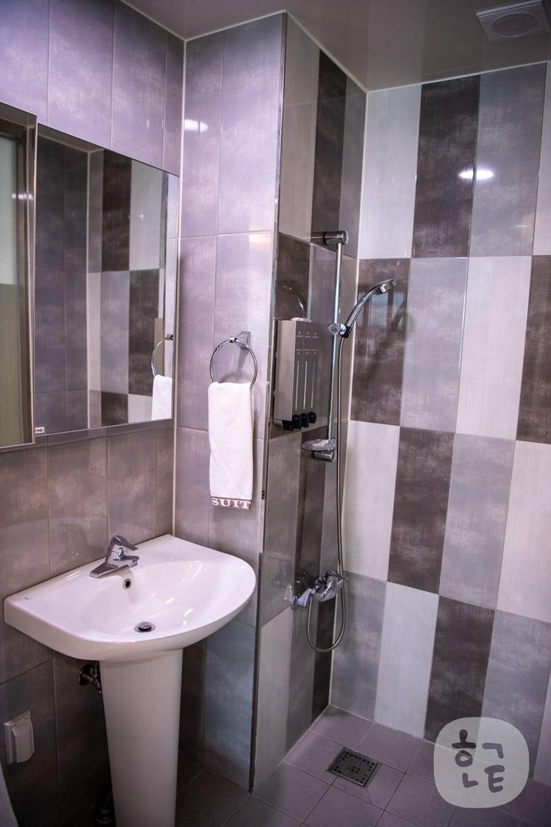 「シャワー」「洗面台」「トイレ」が一緒になってます。