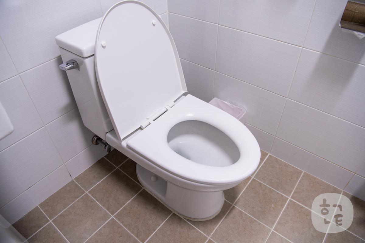 トイレは残念ながらウォシュレットタイプではありませんでした