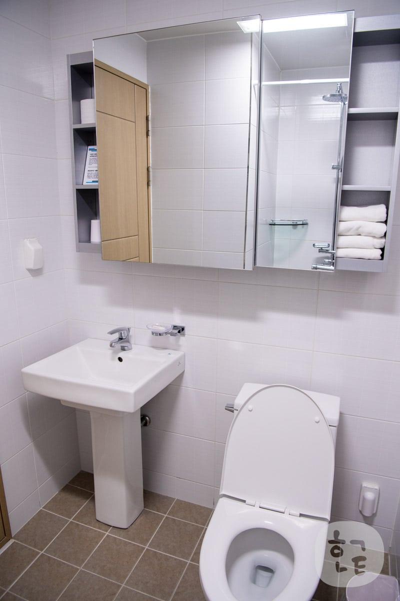 洗面台もとてもでかい鏡で綺麗でしたね。