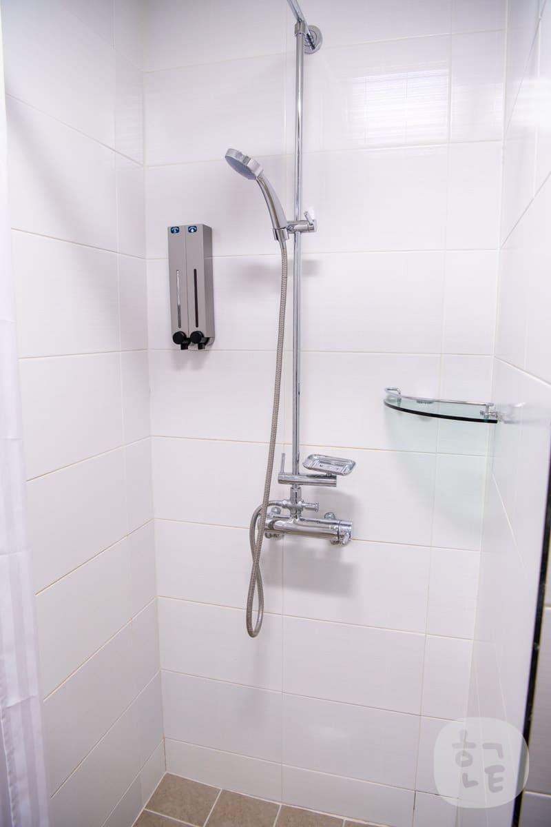 シャワーの横にシャンプー等はありましたが、リンスがありませんでした!