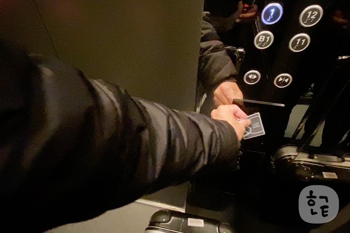 エレベーターはルームキーをかざさないと客室には泊まらないセキュリティもしっかりしているホテルですね。