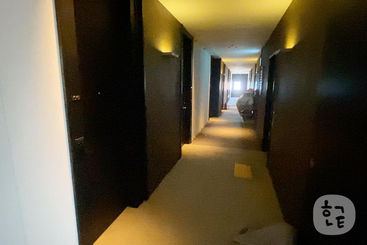 通路もきれいですね。こういうところもホテルの良さを知れたりしますよね。