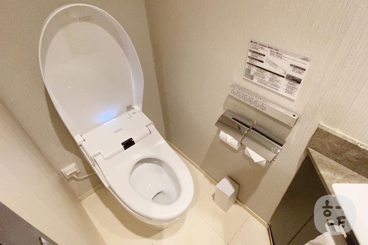 トイレはTOTO!ウォシュレットがあるのは日本人にとって最高のホテルではないでしょうか!