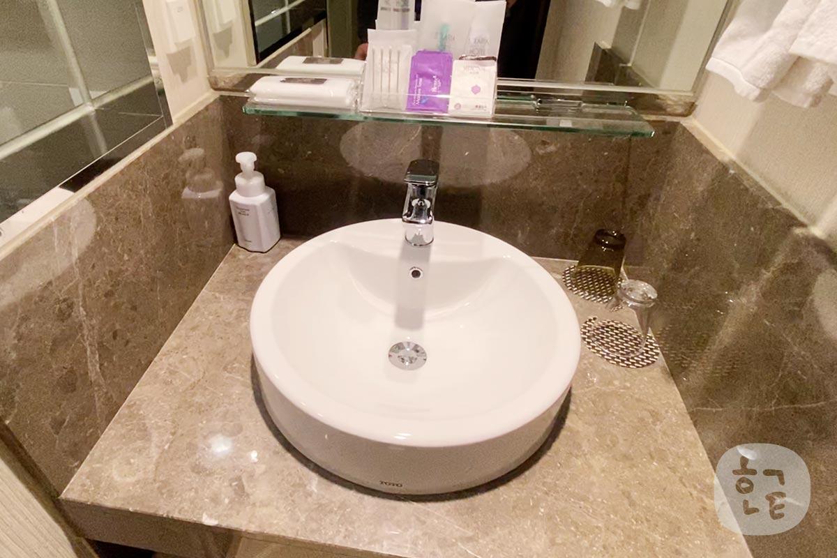 洗面台も綺麗で、