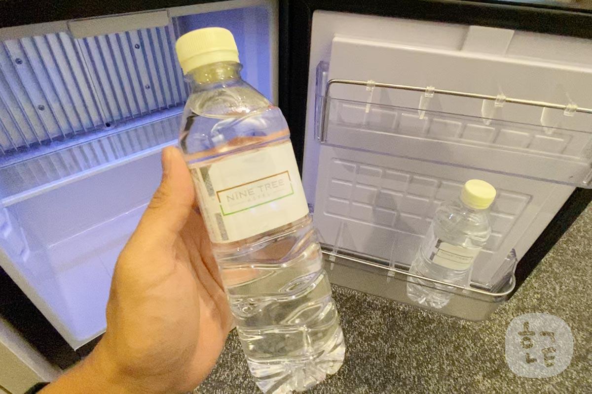 だって水もホテルの名前が書いてあるラベルだったんです。