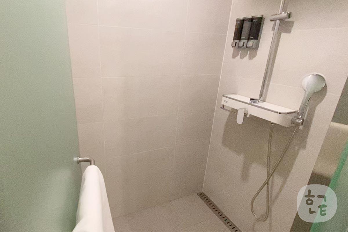 そして、ありがたいシャワーとトイレが別になっていました